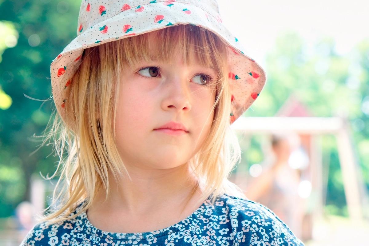 natürliche Familienfotos und Kinderfotos Hamburg Spielen Stadtpark