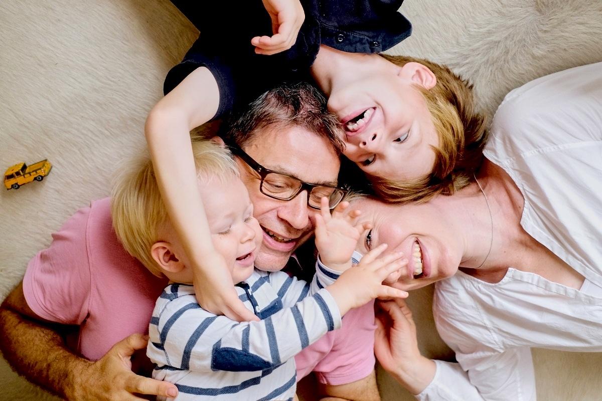 familienfoto lustig, familienfotografie-hamburg