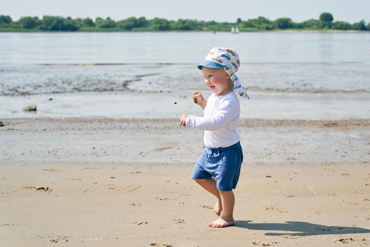 Fotoshooting mit Kind an der Elbe