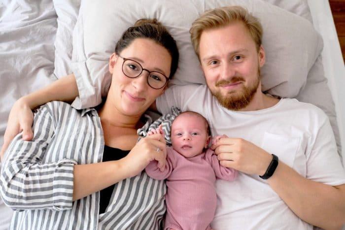 Natürliche Neugeborenenfotos Fotoshooting Baby Hamburg