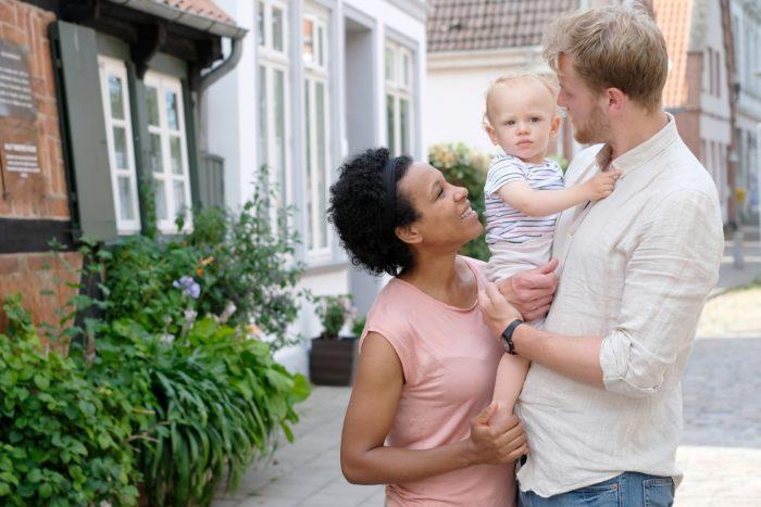 Familienfotografin Travemünde Kinderfotos draußen