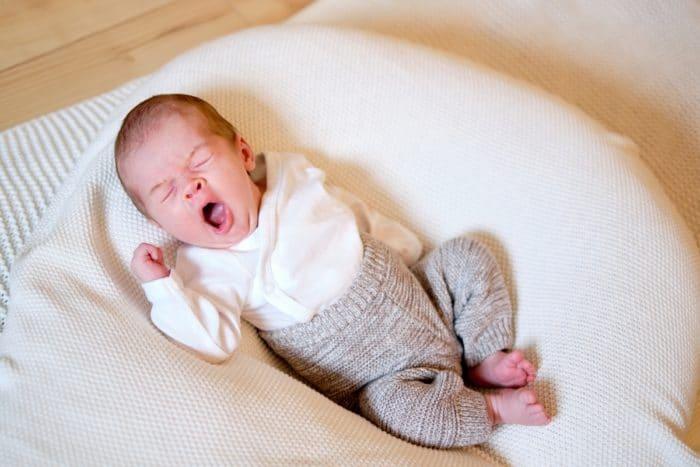 Natürliche authentische Neugeborenenfotos Hamburg