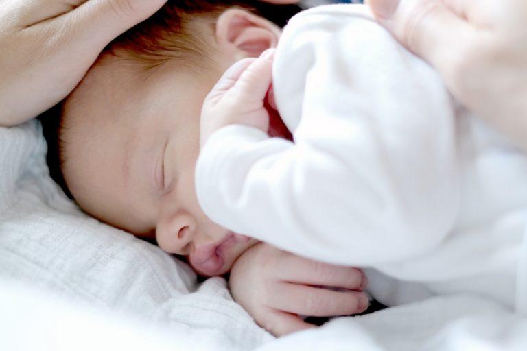 babyfotos hamburg natuerliche babyfotografie